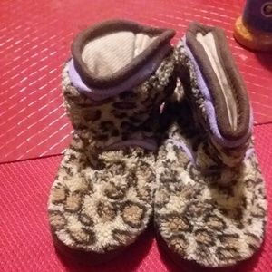 Shoes - Kids Slippers size 5-6 Small